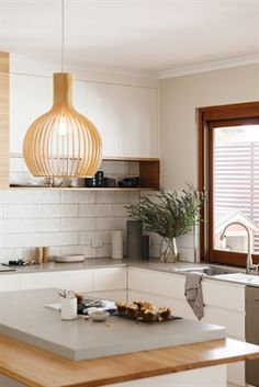 Discover Raw Concrete 4004 from Caesarstone® quartz surfaces. Wooden Benchtop Kitchen, Timber Kitchen, Kitchen Benchtops, Concrete Kitchen, Caesarstone Raw Concrete, Kitchen Cupboards, Kitchen Storage, American Kitchen Design, Small American Kitchens