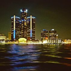 Great view of #detroit from the #wedding reception on the #yacht.! @kimmydoll13 @ioyc #lighting #city #detroitwedding #view