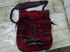 very nice felted bag heel mooi gevilte tas uniek exemplaar unique instance sari silk sari zijde viscose merino bergschaal mountainsheep door Werkenmetwol op Etsy