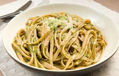 Μια πιπεράτη εκδοχή της κλασικής ιταλικής σάλτσας θα απογειώσει τη ζεστή μακαρονάδα μας.