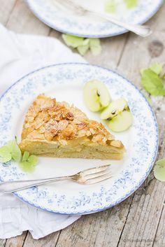Heute verrate ich euch mein Rezept für einen Bretonischen Apfelkuchen, der mich so an meine Kindheit erinnert. Mit einem Schuss Calvados verfeinert.
