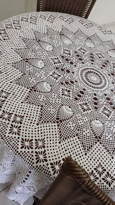Crochet and knit hat: Round crochet tablecloth! Filet Crochet, Art Au Crochet, Crochet Doily Patterns, Crochet Diagram, Crochet Round, Crochet Home, Thread Crochet, Knitting Patterns, Crochet Table Topper