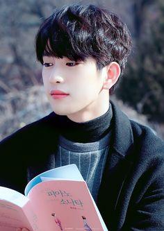 Jinyoung es tan hermoso que parece mentira