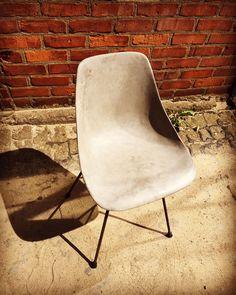 Design Stuhl aus Beton und Stahl Betonstuhl