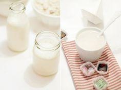 Für ca. 500 ml Kokosmilch benötigt ihr          100 g Kokosraspel //          50 g gemahlene Mandeln //         600 ml Wasser //          3 EL Agavendicksaft //          1 Prise Salz //          1/4 TL Tonkabohne //   1.) Alle Zutaten in einen Standmixer geben und 3 Minuten auf höchster Stufe mixen. 2.) Kokosmischung in ein Leinentuch oder einen Wäschesack geben und restliche Flüssigkeit kräftig ausdrücken. 3.) In Flaschen abgefüllt und im Kühlschrank aufbewahrt hält die Milch etwa 2-3 Tage.
