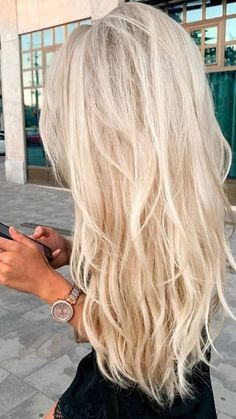 Summer Blonde Hair, Dyed Blonde Hair, Blonde Hair Shades, Blonde Hair Looks, Light Blonde Hair, Blonde Hair Highlights, Beachy Blonde Hair, Dark Hair, Blonde Hair Extensions