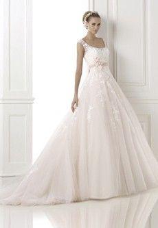 Pronovias Bia Licht roze  De absolute top in klassieke trouwjurken | de Bruidshoek | De Bruidshoek