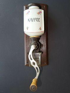 Kaffeemühle Design Mint Vintage Mühle coffee grinder Leinbrock Ideal Keramik Candles, Decor, Wall, Wall Lights, Light, Lighting, Door Handles, Candle Sconces, Home Decor