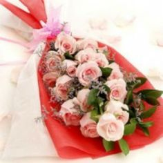 Get this delighted 20 Pink Roses Hand Bouquet at Rs 699.    Flowersbuds, an online florists delivery birthday flowers in Hyderabad and Secunderabad at the most affordable cost and reliable serivice.