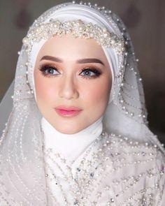 Muslimah Wedding Dress, Muslim Wedding Dresses, Muslim Brides, Wedding Day Makeup, Bridal Makeup Looks, Bride Makeup, Bridal Hijab Styles, Niqab, Beautiful Hijab