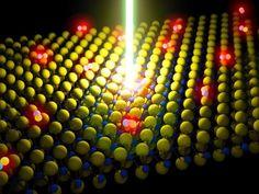 Recreación artística de un rayo láser energizando un semiconductor monocapa diseñado por el equipo de Der-Hsien Lien. (Ilustración: Der-Hsien Lien). Unos ingenieros han construido un dispositivo de emisión de luz brillante que tiene un grosor de milímetros y que es completamente transparente cuando se le apaga. El material emisor de luz en este aparato es un semiconductor monocapa, que tiene apenas tres átomos de grosor.
