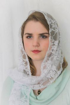 Evintage~ White or Black Lace French Chapel Veil Mantilla Floral Lace Scarf Long Rectangle Cute Baby Girl Images, Stylish Girl Images, Beautiful Muslim Women, Beautiful Hijab, Catholic Veil, Good Beauty Routine, Madonna, Chapel Veil, Muslim Beauty