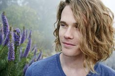 man-with-long-wavy-hair.jpg 385×257 pixels