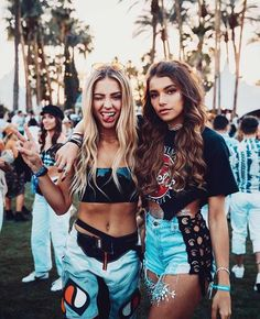 Über 30 Outfit-Ideen Coachella para Fiestas al Aire Libre - Coachella Music Festival Style! Music Festival Outfits, Coachella Festival, Rave Festival, Festival Wear, Music Festival Style, Summer Festival Outfits, Untold Festival, Festival Girls, Music Festival Fashion