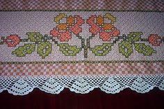 meninasdosobradinho: toalha de mesa em ponto cruz duplo Bordado Tipo Chicken Scratch, Chicken Scratch Embroidery, Border Pattern, Tea Towels, Hand Stitching, Crochet, Cross Stitch, Sewing, Projects