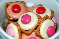Cute and easy snack for Valentine's Day My Funny Valentine, Valentines Day Treats, Holiday Treats, Holiday Recipes, Valentine Stuff, Valentine Party, Valentine Colors, Valentines Recipes, Valentine Desserts