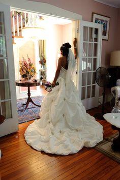 trop belle, jolis bijoux de jupe gorgeous ruffled wedding gown