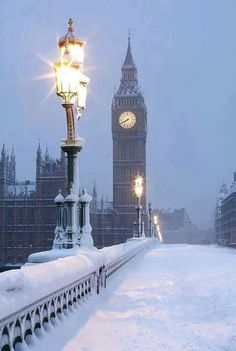 London ......Westminster Bridge under snow