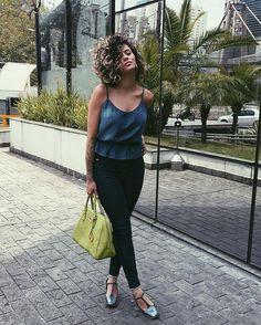 WEBSTA @ nathaliebarros - Uma cara bem nude, um look total jeans @conscienciajeans e sapato holográfico @loulouxshoes para a reunião de hoje