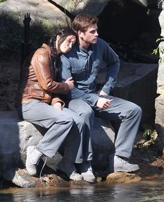 New Mockingjay set photos - Gale and Katniss