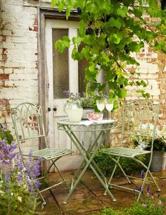 10 of the Best Bistro Sets - Garden Style - 10 of the Best Bistro Sets Ornate Metal Folding Bistro Chair, Ornate Metal Folding Bistro Table, Garden Cottage, Bistro Set, Bistro Garden Set, Outdoor Furniture Sets, Outdoor Decor, Rustic Outdoor, Outdoor Dining, Outdoor Sofa, Garden Spaces