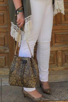 Trendy Curvy LOOK. LOOKS JEANS & KIMONO #kimono #ur_moda #lookconjeans #jeanstallagrande @violetabymango #violetabymango #blancoymilitar #lookcasual #tallagrande #casual #outfittallagrande #curvy #plussizecurve #fashionbloggermadrid #bloggercurvy #personalshopper #curvygirl #loslooksdemiarmario #bloggermadrid #outfit #plussizeblogger #fashionblogger #lookotoño #ootd #influencer #trend #trendy #bloggerXL