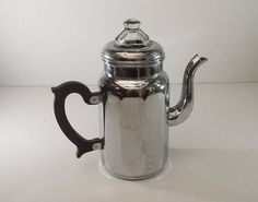 Elegant coffee pot filter copper Chrome by Menesa France Vintage Items, Vintage Jewelry, Vintage Coffee, Vintage Vogue, Vintage Kitchen, Tea Pots, Coffee Maker, Chrome, Shabby