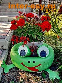 Ideias para fazer Vasos com Pneus Tire Garden, Garden Yard Ideas, Diy Garden Projects, Garden Crafts, Outdoor Projects, Tire Frog, Tire Craft, Painted Tires, Tire Planters