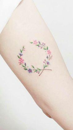 Maybe in a heart shape Tattoo-Ideen Tatoo 3d, Form Tattoo, Shape Tattoo, Mini Tattoos, New Tattoos, Body Art Tattoos, Flower Wrist Tattoos, Small Flower Tattoos, Small Tattoos