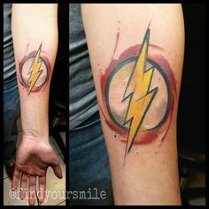 What does the flash tattoo mean? We have the flash tattoo ideas, designs, symbolism and we explain the meaning behind the tattoo. Fandom Tattoos, Fake Tattoos, Music Tattoos, Body Art Tattoos, New Tattoos, Sleeve Tattoos, Cool Tattoos, Tatoos, Temporary Tattoos