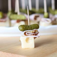 Cuban Sandwich On A Stick Appetizer. This Cuban Sandwich On A Stick Appetizer is so quick and easy to make. With only 4 ingredients this is the perfect little party food. Gluten Free Appetizers, Appetizers For A Crowd, Low Carb Appetizers, Appetizer Recipes, Cuban Appetizers, Super Bowl Menu, Cuban Recipes, Pork Recipes, Keto Recipes
