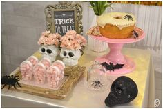 Mini table de Halloween Halloween, Trick Or Treat, Treats, Mini, Desserts, The Bell Jar, Home, Girlfriends, Halloween Trick Or Treat