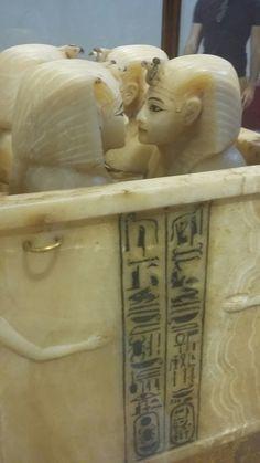 King tut canobies jarsالاوعية الكانوبية من مقبرة الملك توت  (تحفظ بها الاجزاء الداخلية للجثة المحنطة )