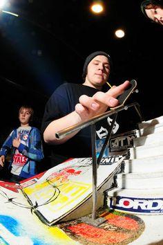Campeonatos de Skate  Por que não Fingerboard   410eef7c6
