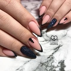 French manicure almond nails style 69 New Ideas Black Nails, Pink Nails, Black French Nails, Black Manicure, Matte Black, Cute Nails, Pretty Nails, Hair And Nails, My Nails