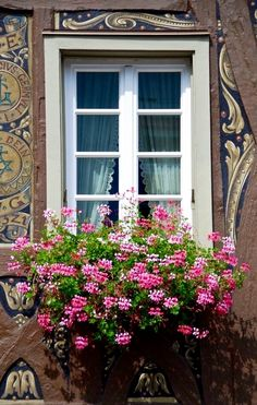 ❤ Window-Planter in Rheingau, Germany ❤ Window Box Flowers, Balcony Flowers, Window Boxes, Old Windows, Windows And Doors, Jardin Decor, Garden Windows, Through The Window, Belle Photo