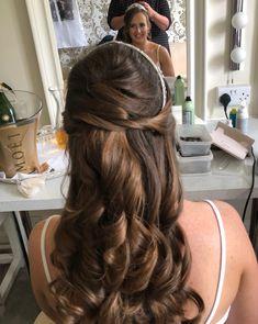Bridal Hair, Long Hair Styles, Beauty, Long Hairstyle, Long Haircuts, Long Hair Cuts, Beauty Illustration, Long Hairstyles, Bridal Hairstyles