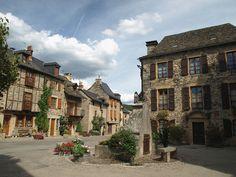 Sainte-Eulalie d'Olt, France Public Square, Quelques Photos, Cheap Holiday, European House, France, All Inclusive Resorts, Old World, Saint, Travel Destinations