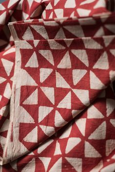 Merchant & Mills kommt aus England und hat sehr hochwertiges und schönes Nähzubehör und tolle Stoffe.    Einzigartiger handbedruckter leichter Webstoff aus 100% Baumwolle.   Stoffbreite: 110cm...