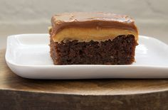 Guest Post: Peanut Butter Fudge Cake by Bake or Break. This is on for the weekend. Jeez, chocolate and peanut butter! What could be better? Just Desserts, Delicious Desserts, Yummy Treats, Sweet Treats, Awesome Desserts, Yummy Food, Sweet Recipes, Cake Recipes, Dessert Recipes