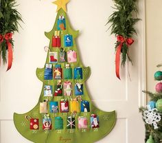 felt wall evergreen tree with numbered pockets, Christmas advent calendar