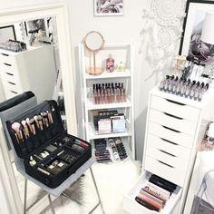 How to Organize & Display Makeup in Cool Ways, makeup organization,makeup vanity,makeup storage organization small spaces Make Up Organizer, Make Up Storage, Storage Ideas, Makeup Desk, Makeup Rooms, Ikea Makeup, Rangement Makeup, Vanity Room, Vanity Set