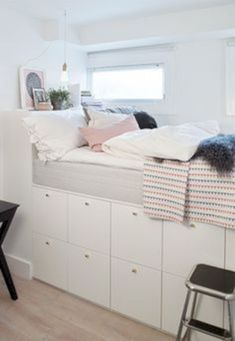 Having a tiny bed room is not a trouble. Allow's benefit from the tiny room to be an unique location in your house. Find tiny bedroom design suggestions and organization tips from specialists. Room Ideas Bedroom, Small Room Bedroom, Small Rooms, Dorm Room, Bedroom Decor, Tiny Bedrooms, Tiny Bedroom Storage, Bedroom Loft, Bed Room