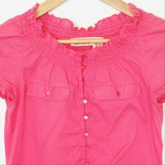 DKNY Jeans Top This top is made of 100% cotton and is super light and airy.  Perfect for your spring and summer wardrobe! DKNY Tops Tees - Short Sleeve