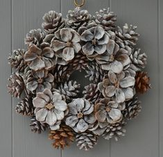 holiday wreath Door wreath for Christmas: DIY crochet and instructions cone decoration 6 Cute ghost wreath in orange and black for Halloween Beautiful Fast & Easy DIY Pinecone Wreath (Improved Version! Pine Cone Art, Pine Cone Crafts, Pine Cones, Pine Cone Wreath, Grapevine Wreath, Door Wreaths, Holiday Crafts, Christmas Wreaths, Christmas Crafts