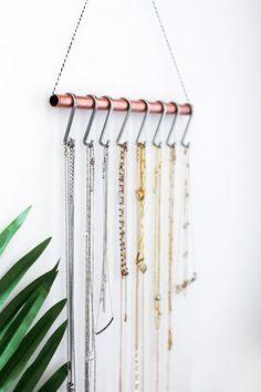 DIY Necklace Holder (for the minimalist) - Fashionlush - DIY Jewelry Vintage Ideen Diy Necklace Holder, Necklace Storage, Diy Jewelry Holder, Jewelry Organizer Wall, Jewellery Storage, Jewellery Display, Necklace Hanger, Diy Jewellery, Jewelry Wall