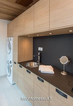 Cabinets in Ravine Natural Oask 32 Planiatalo Amanda - Kodinhoitohuone Home Decor Inspiration, Laundry Room Tile, Wc Bathroom, House Organisation, Mudroom Remodel, Bathroom Design Trends, Laundry Room, Living Room Designs, Oak Kitchen