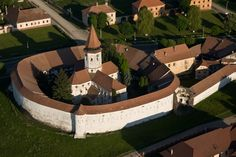 Prejmer Fortified church-- UNESCO site prejmer, romania (near Brasov) Explore, Mansions, History, Architecture, House Styles, Building, Travel, Romania, Viajes