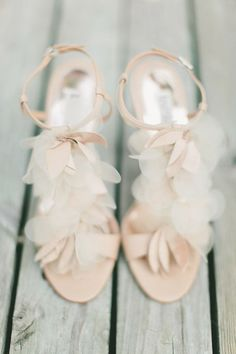 chaussures de mariée petaled shoes by http://www.badgleymischka.com/  Photography by maggieharkov.com #wedding