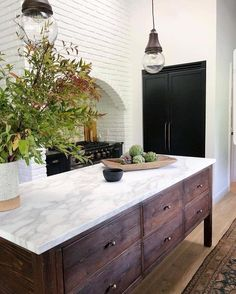 KITCHEN RENO // By ~ the recently renovated Los Angeles home of who is one of the co-founders behind… Deco Design, Küchen Design, Home Design, Vogue Living, Layout Design, Interior Desing, Modern Interior, Funky Home Decor, Bohemian Style Bedrooms